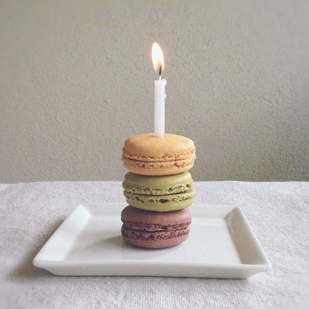 birthday macaroons