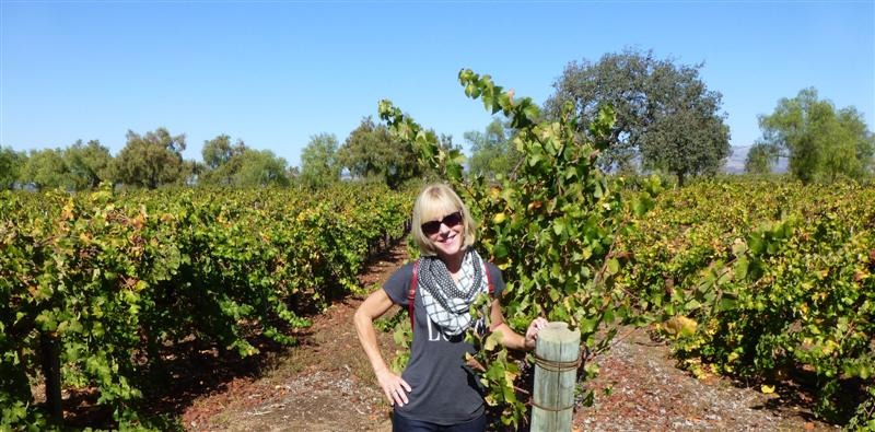 momma rocking the skinny arm in the vineyard.